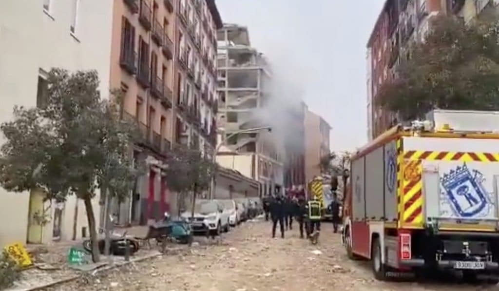 Una fuerte explosión destroza un edificio de la calle Toledo