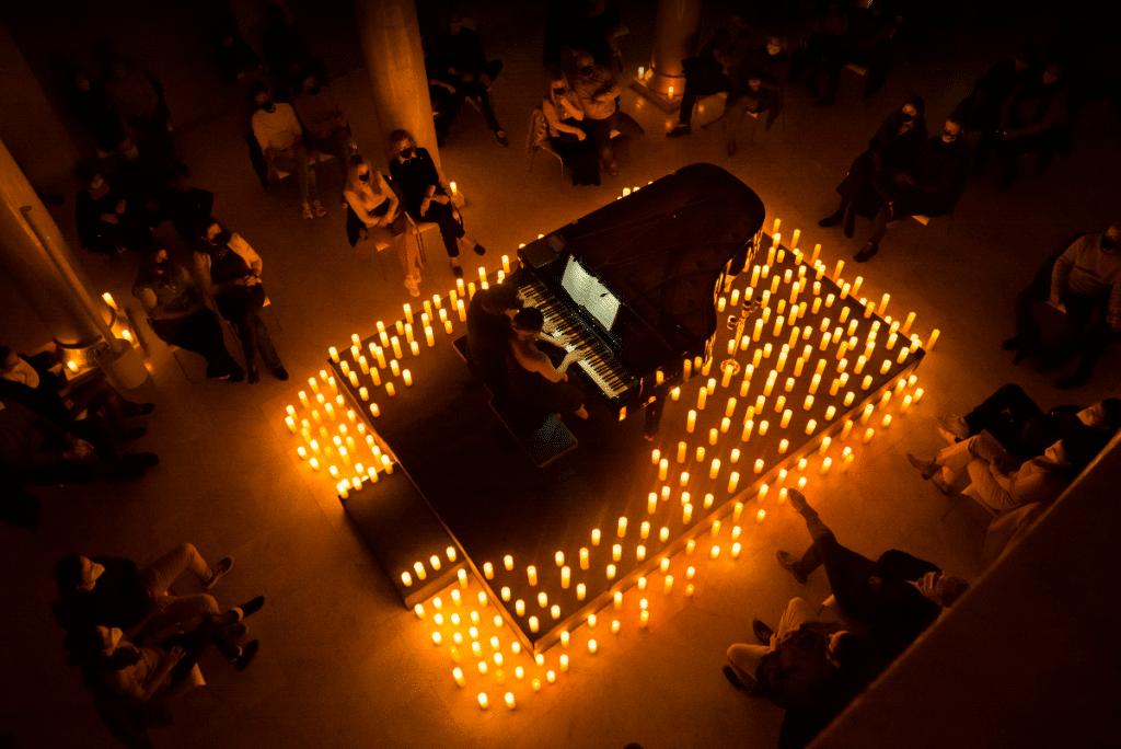 Música clásica bajo la luz de las velas: los conciertos más mágicos de Madrid