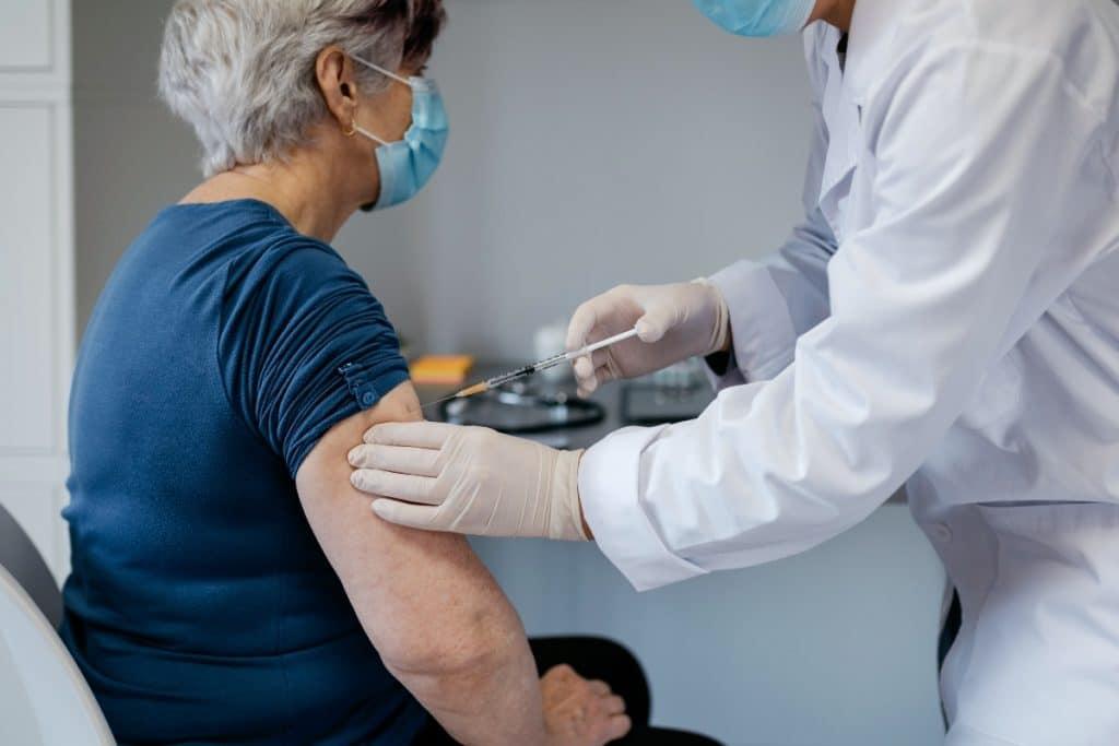 Madrid empieza el jueves a vacunar a mayores de 80 años