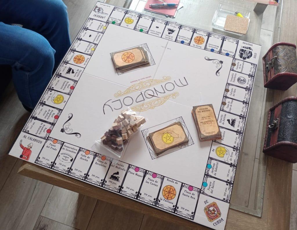 Le regala a su pareja un Monopoly inspirado en Luces de Bohemia