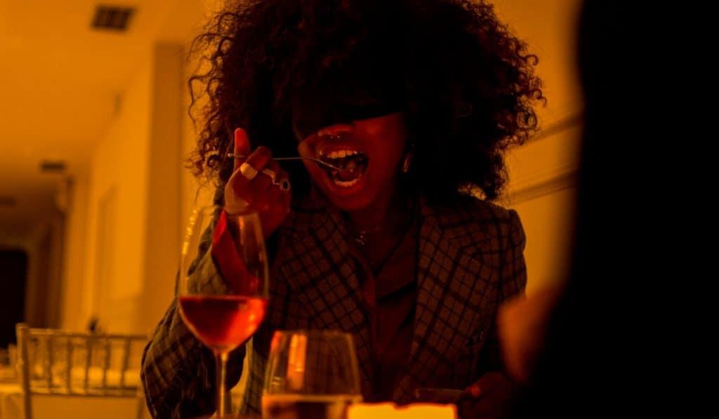 'Dining in the Dark': una cena a oscuras para poner a prueba tus sentidos