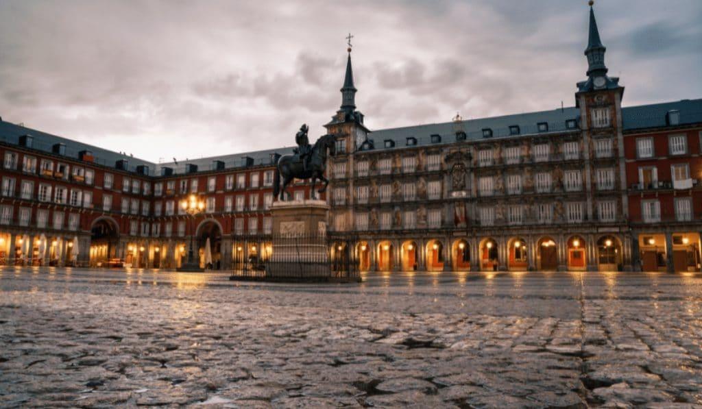 Madrid podría eliminar el toque de queda