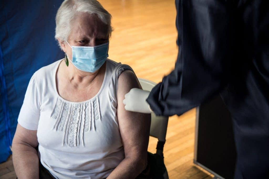 Comienza la vacunación a domicilio para personas con gran dependencia
