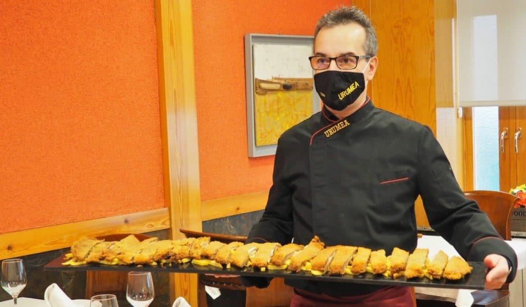 Cachopo por metros: la delicia kilométrica de un restaurante asturiano de Madrid