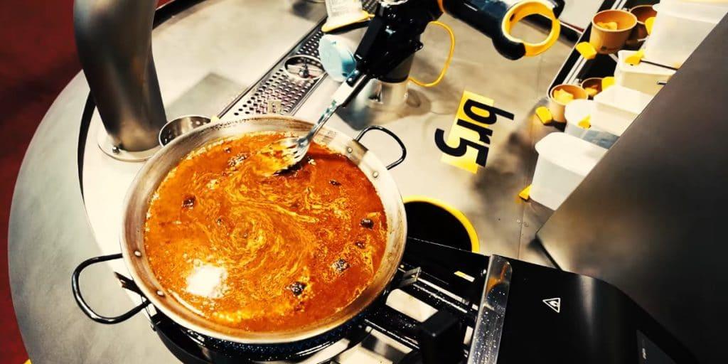 Llega el robot que cocina paellas