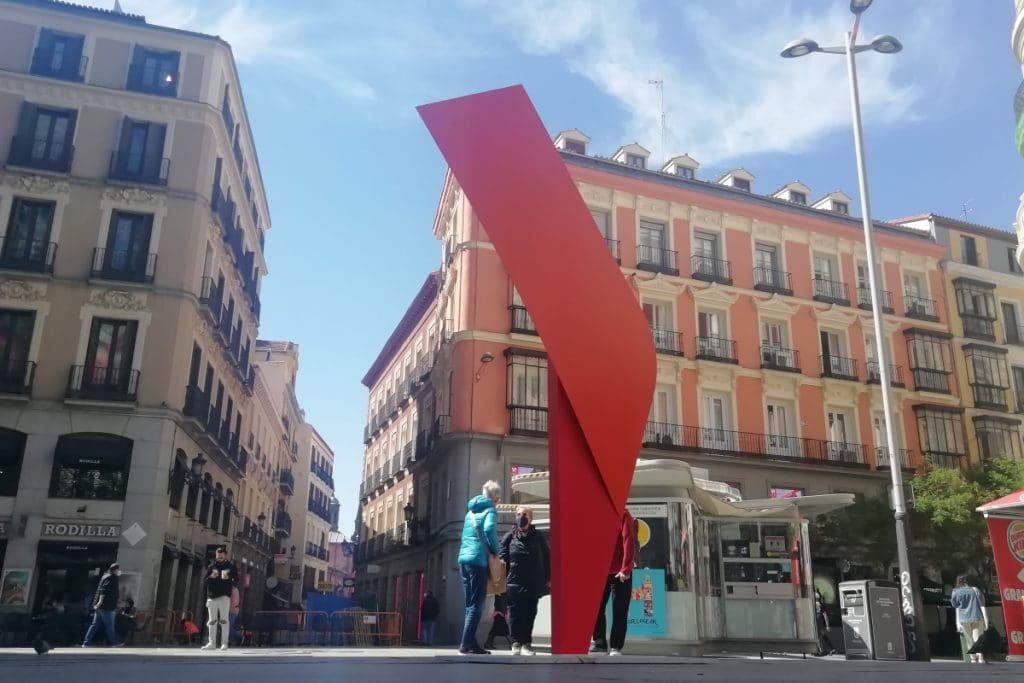 Desvelado el misterio de las esculturas del centro de Madrid