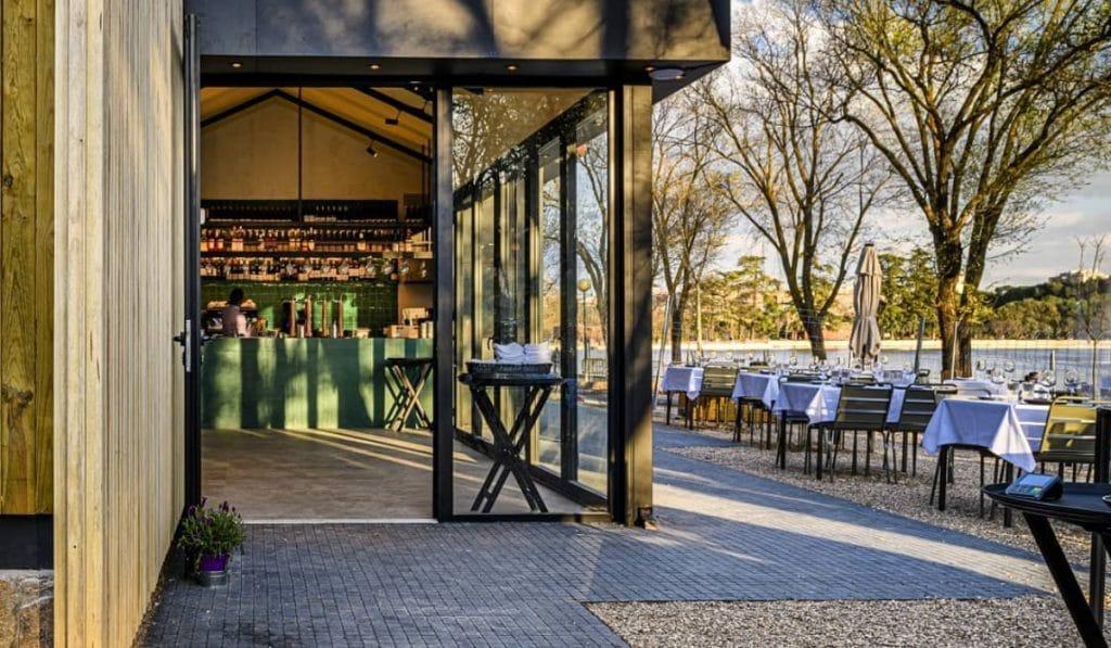 Villa Verbena: una terraza de 600m2 en la orilla del lago de la Casa de Campo