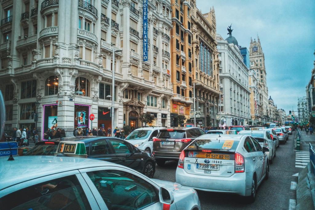 Los coches grandes pagarían más por aparcar en la ciudad