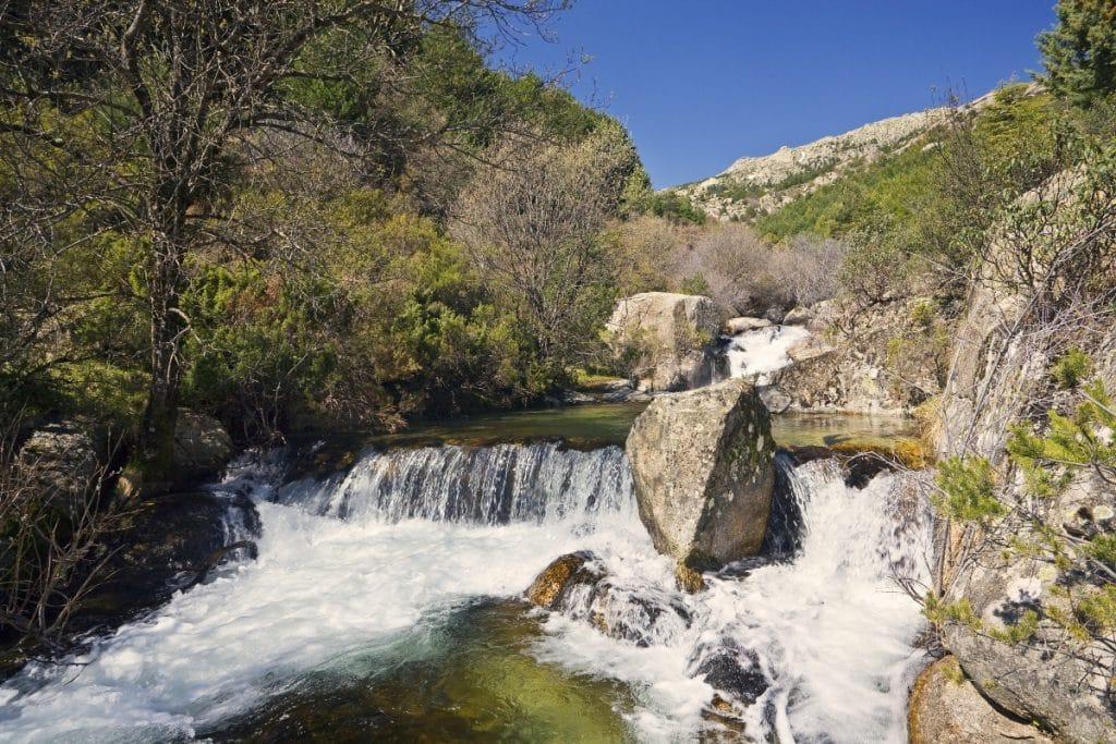 La Comunidad de Madrid mantiene la prohibición de bañarse en ríos, lagos y pozas
