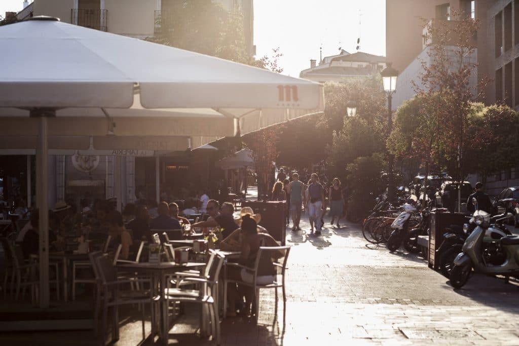 Los hosteleros tendrán que retirar las terrazas de los aparcamientos el 1 de enero de 2022