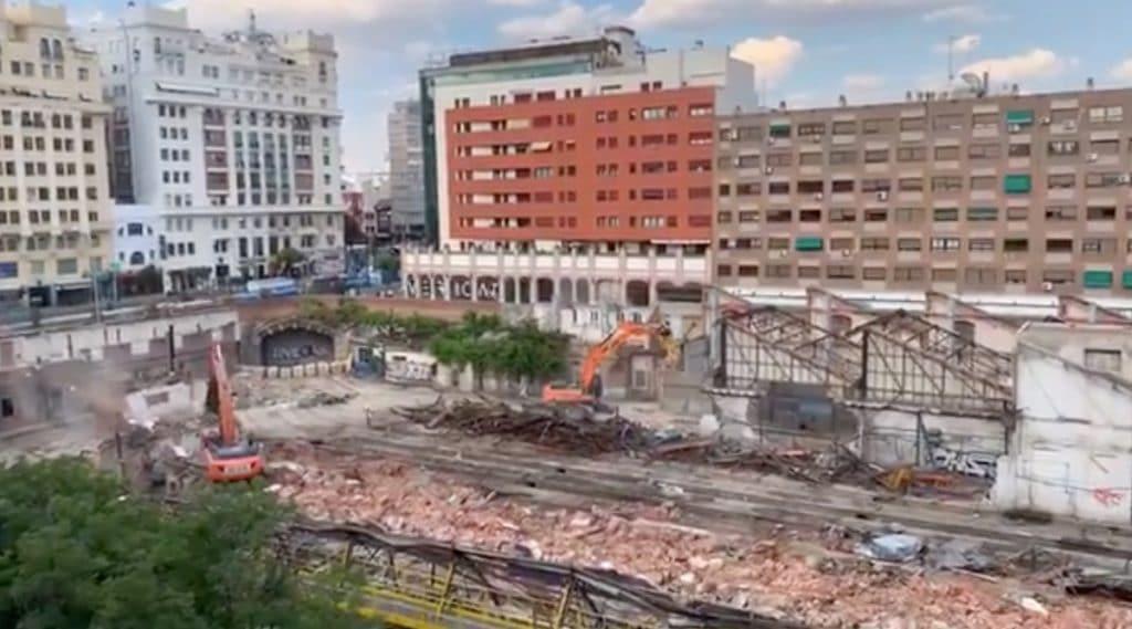 Las Cocheras de Cuatro Caminos: el triste e impresionante derrumbe de un edificio centenario