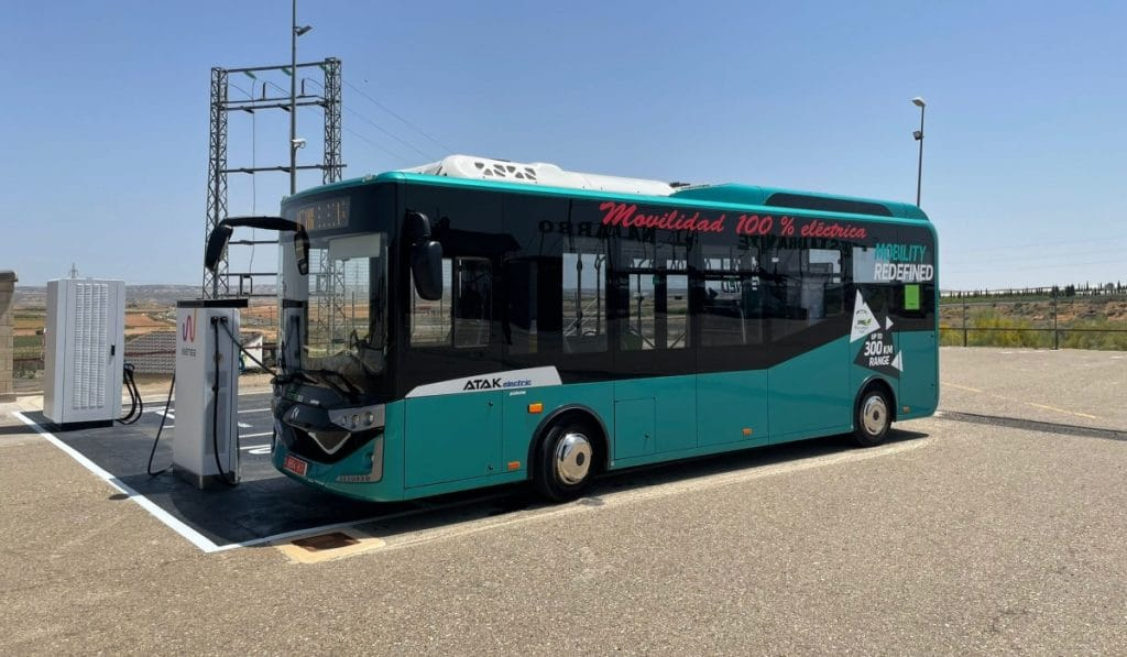 Un autobús eléctrico hace el primer viaje de largo recorrido entre Barcelona y Madrid