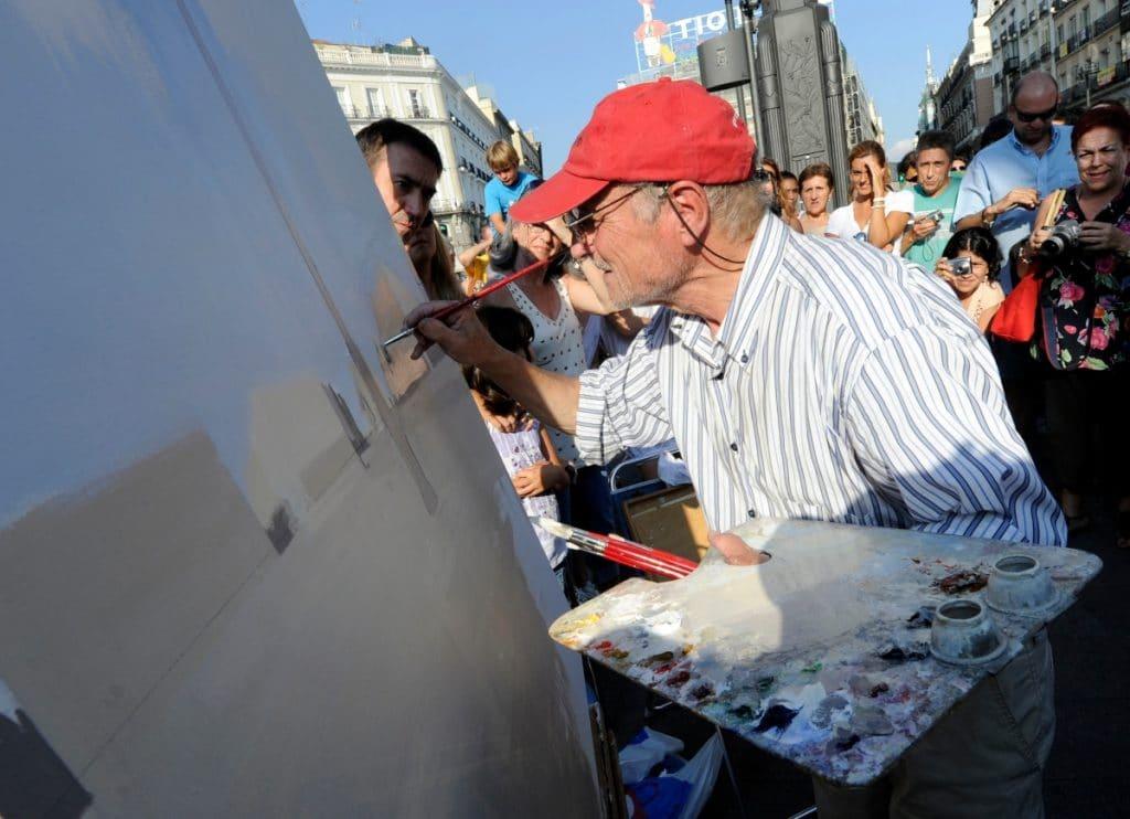 Antonio López vuelve a la Puerta del Sol para pintarla
