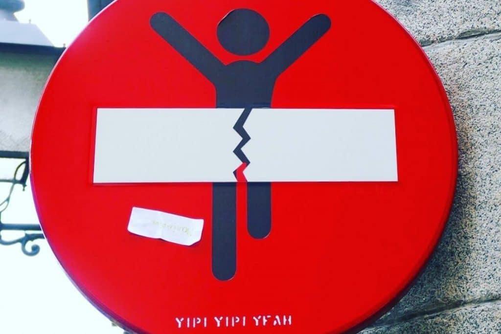 Yipi Yipi Yeah: cómo convertir un stop en 'street art'