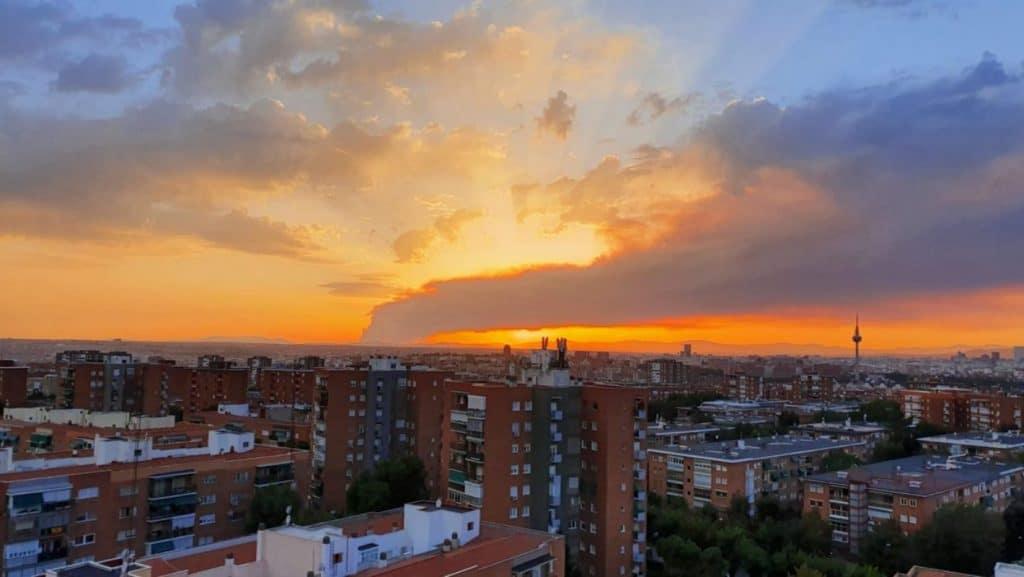 La columna de humo del incendio de Ávila se ha visto en Madrid
