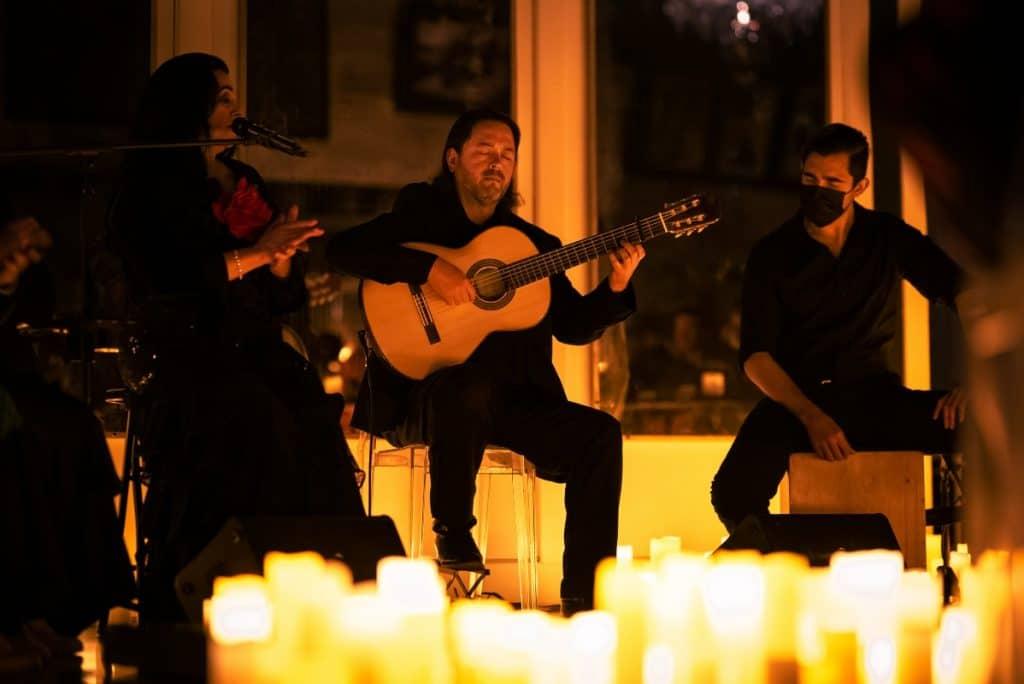 Madrid recuerda a Paco de Lucía al calor de las velas