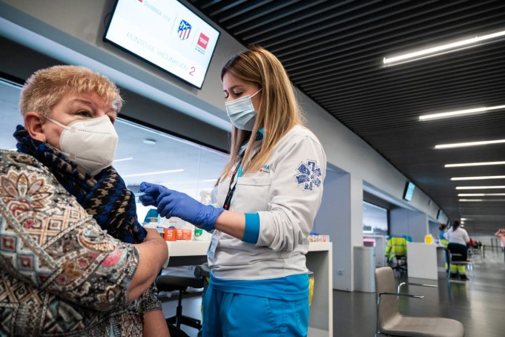 Un 40% de madrileños cambia su cita para la vacuna por vacaciones