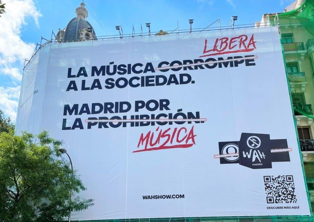Aparecen carteles que sugieren la prohibición de la música en Madrid