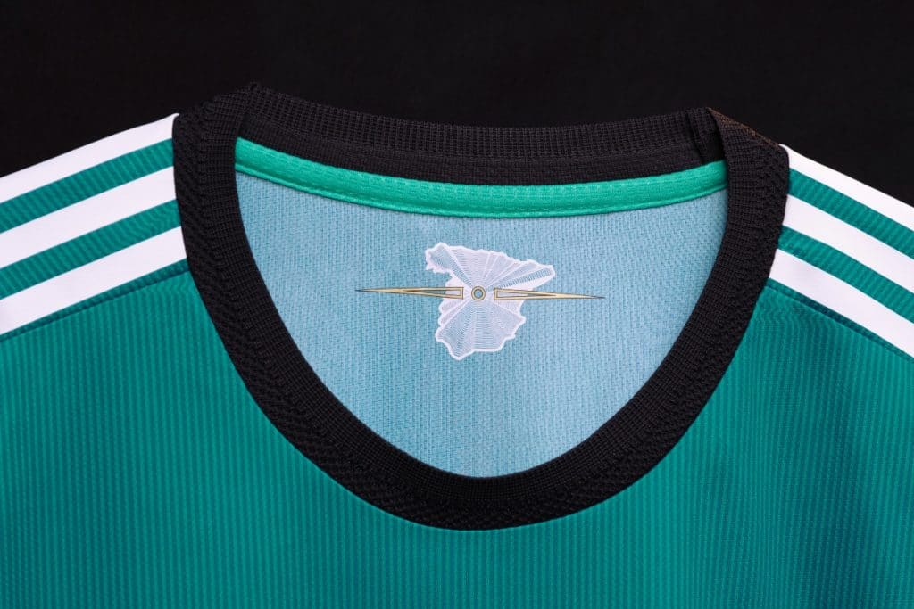 Así es la nueva camiseta del Real Madrid en la que aparece el Kilómetro Cero de Sol