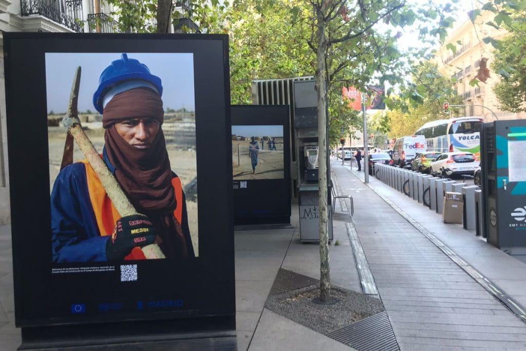 Así es la exposición fotográfica que se encuentra en plena calle Serrano