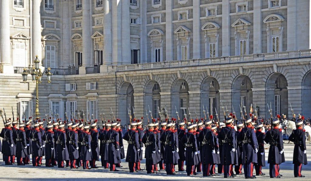 ¿Cuándo se puede ver el cambio de guardia en el Palacio Real?