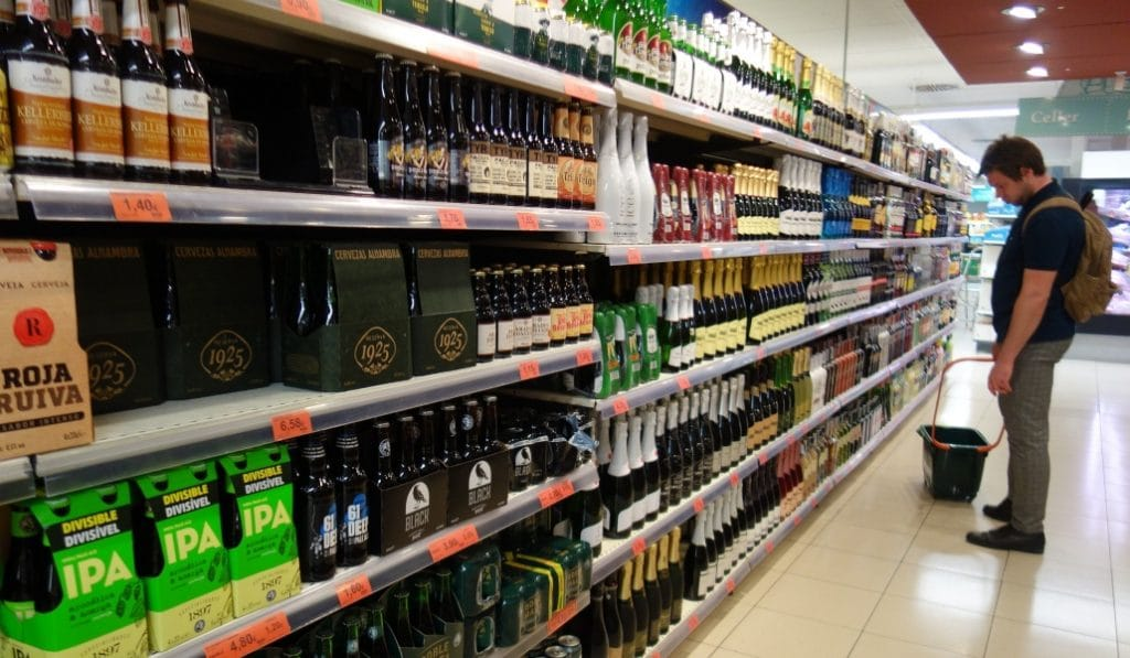 La Junta de Andalucía prohíbe la venta de alcohol a partir de las 18:00