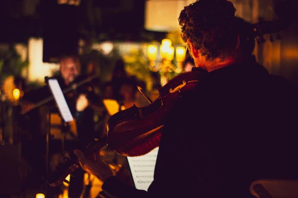 Málaga se inunda de velas para recordar la obra de Vivaldi