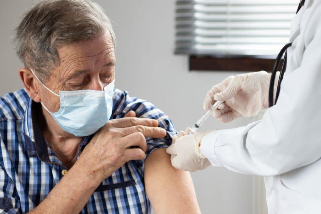 Ya puedes pedir tu certificado de vacunación contra el coronavirus en Andalucía