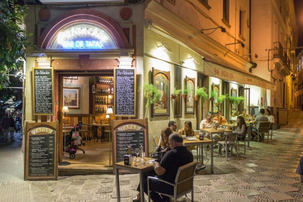 Los bares y tiendas de Andalucía podrán abrir hasta las 21.30
