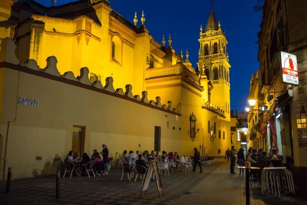 Los bares en Andalucía podrán abrir hasta las 22:30 a partir de mañana