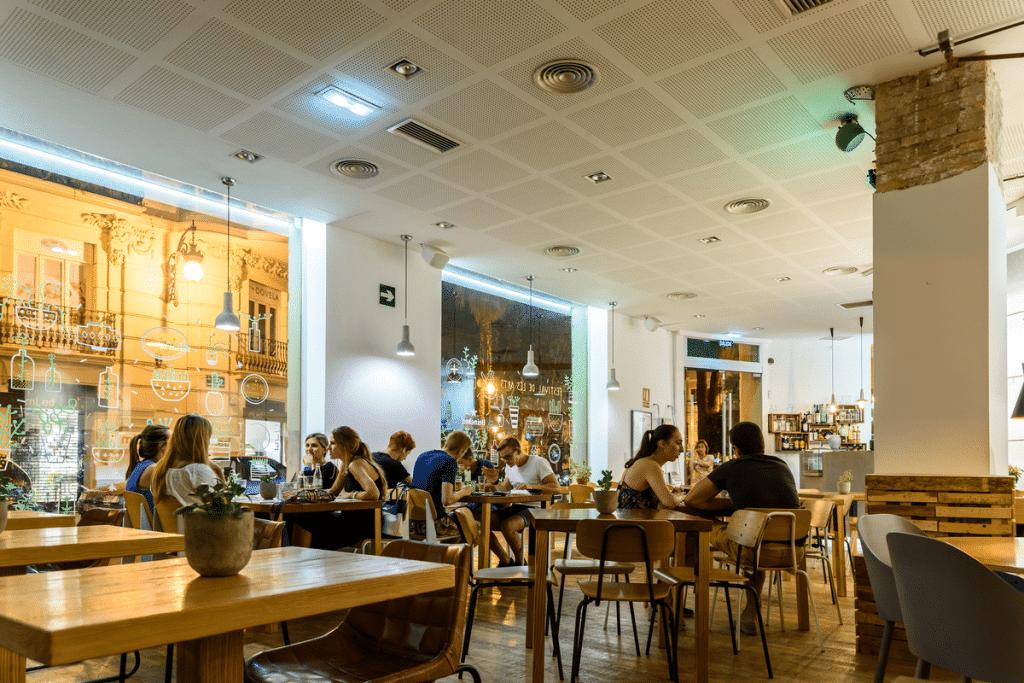El 'pasaporte Covid' para acceder a los restaurantes no será necesario