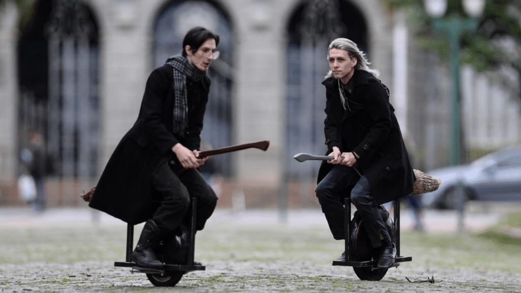 Harry Potter : 2 fans créent un balai «volant» à moteur pour se déplacer !