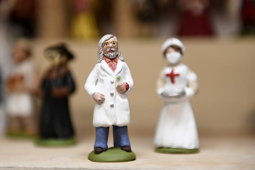 Insolite : ces santons de Noël à l'effigie du Professeur Didier Raoult s'arrachent à la vente!