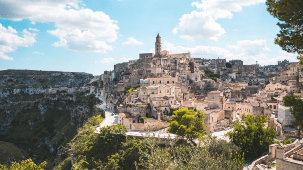 Insolite : Des maisons en vente à 1€ seulement dans un petit village pittoresque en Italie !