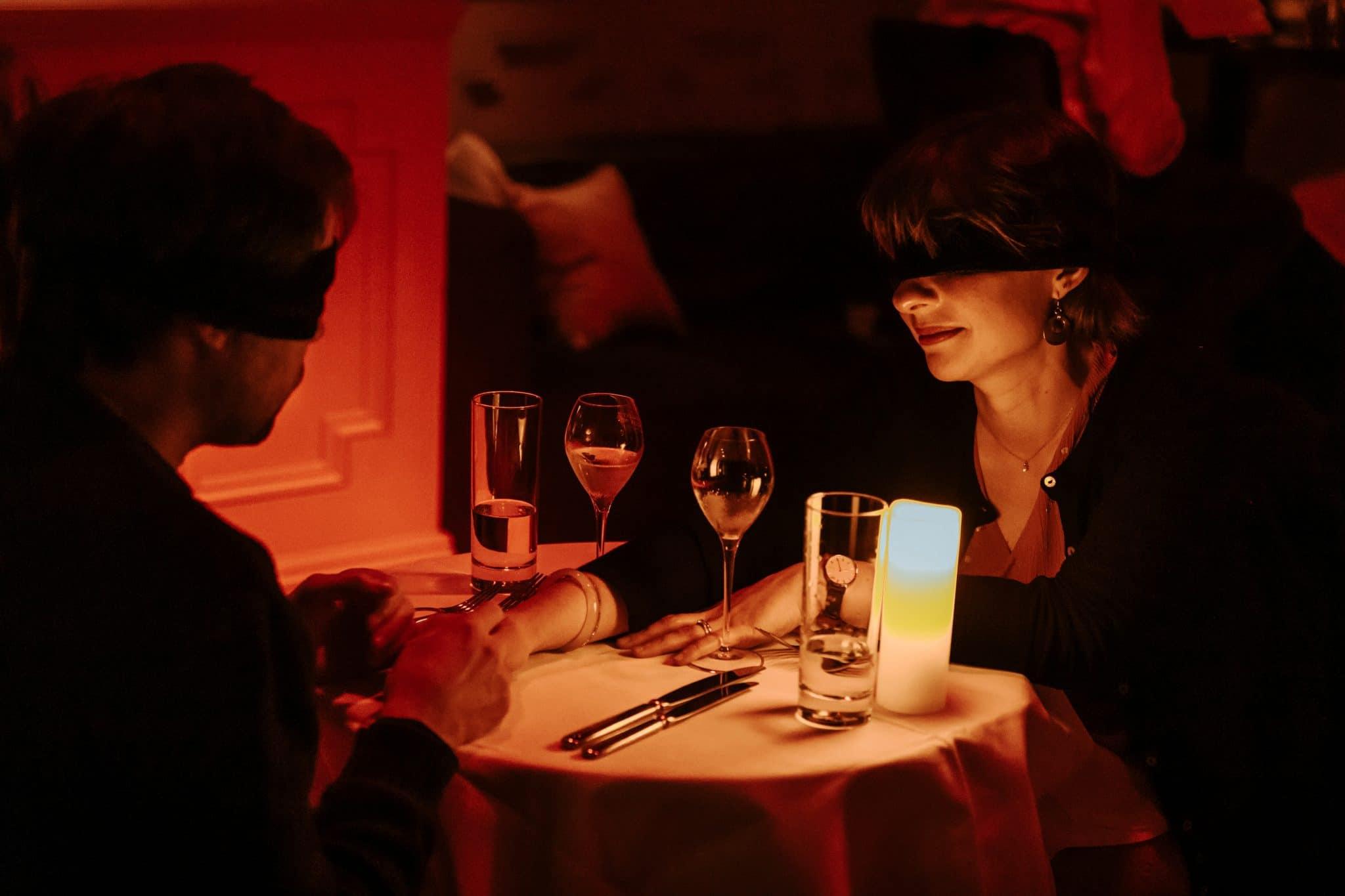 dining in the dark marseille diner à l'aveugle les yeux bandés restaurant insolite dans le noir date