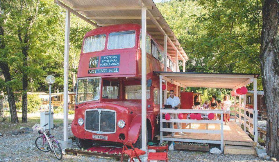 In Val Trebbia si trova un bus londinese adibito a casa vacanze