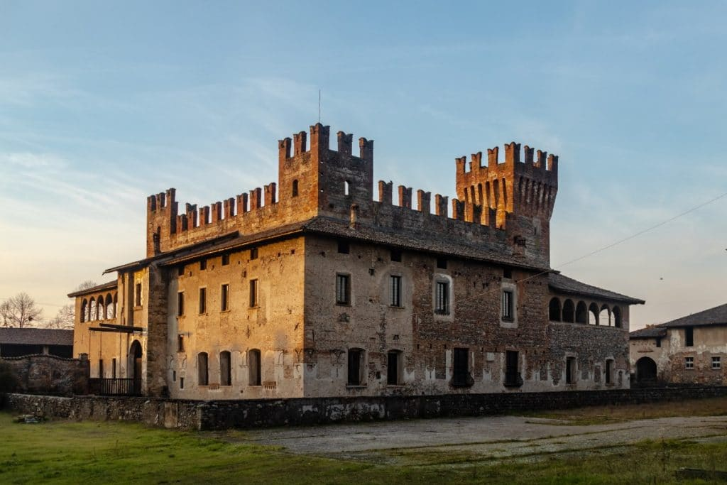 borghi medievali vicino milano