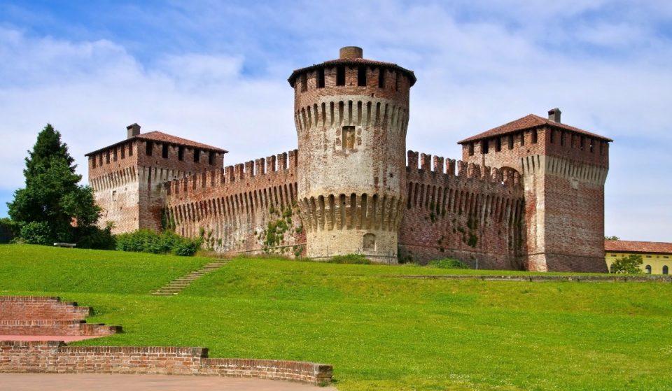 Soncino, il bellissimo borgo medievale con una delle più tipiche rocche lombarde
