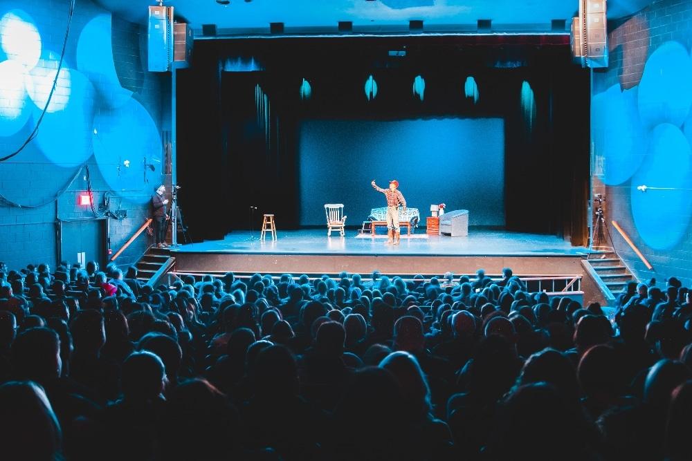 Les Hardings : le théâtre s'invite à la maison grâce à Télé-Québec !