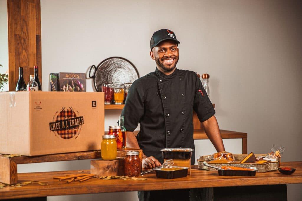 Le chef montréalais Wadensky Fontaine a créé une boîte-repas de cabane à sucre aux saveurs cajun et créole !