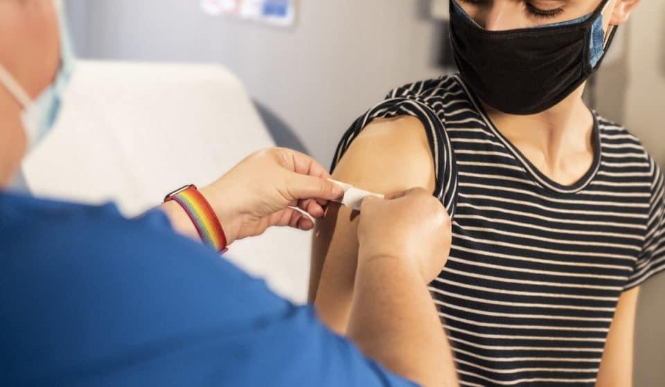 COVID-19 : la vaccination est maintenant ouverte aux 18 ans et plus !