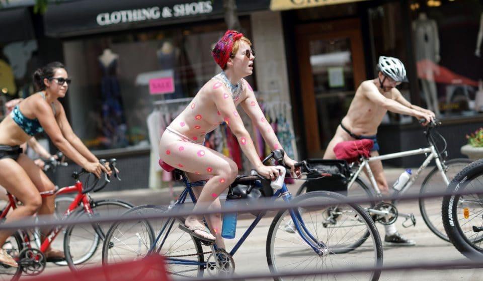 Cette manifestation à vélo, où les vêtements sont optionnels, revient à Montréal !