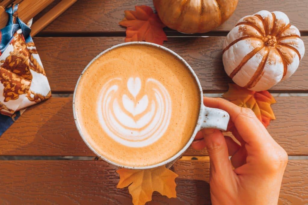 Starbucks Canada a dévoilé la date de retour du fameux latte à la citrouille épicée