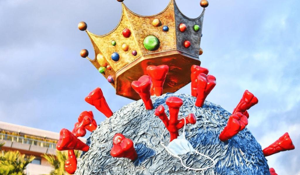 Insolite : Une Sculpture de Virus Géant s'invite au Carnaval de Nice !