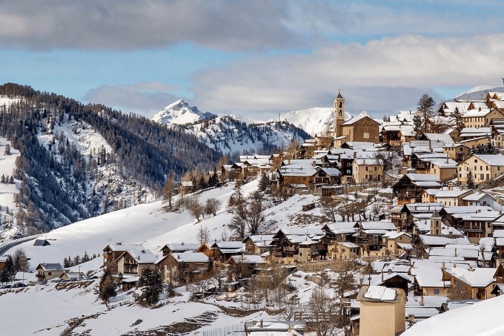 Le village de Saint-Véran (PACA) en lice pour devenir le Village Préféré des Français 2021 !