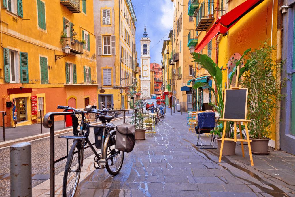 Confinement : Découvrez la liste des commerces autorisés à ouvrir jusqu'à 19h à Nice