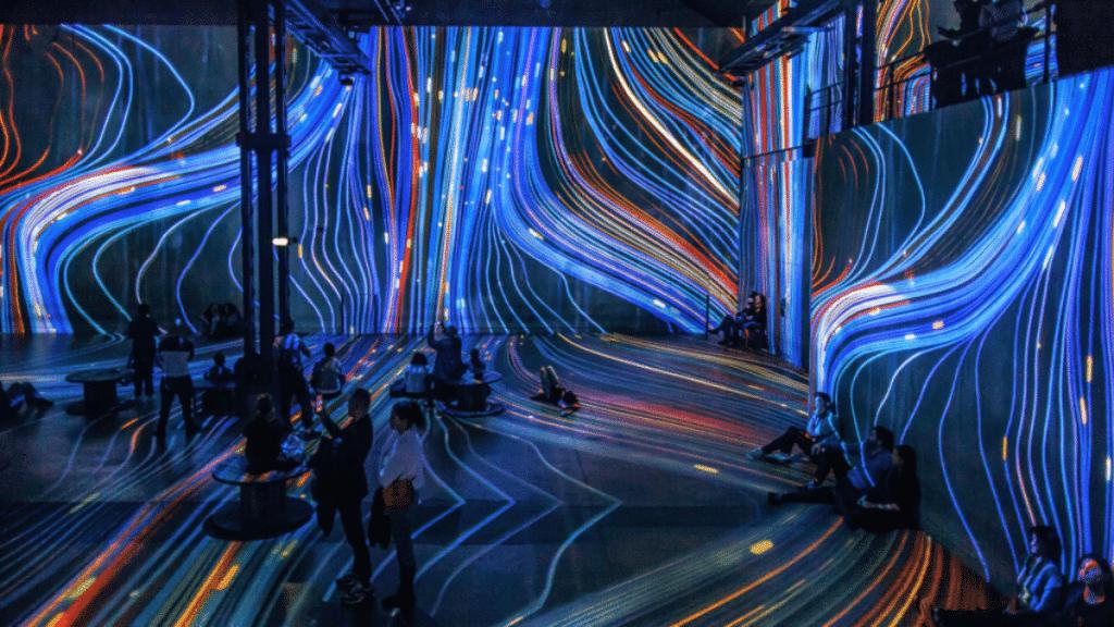 Un DJ Set électro en immersion dans les univers de Nohlab, Gaudí et Van Gogh à l'Atelier des Lumières
