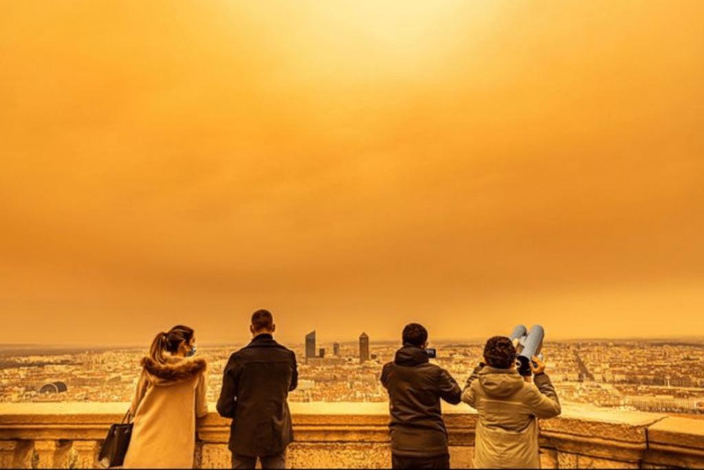 Un Nuage de Sable du Sahara pourrait à nouveau teinter d'orange le ciel niçois !