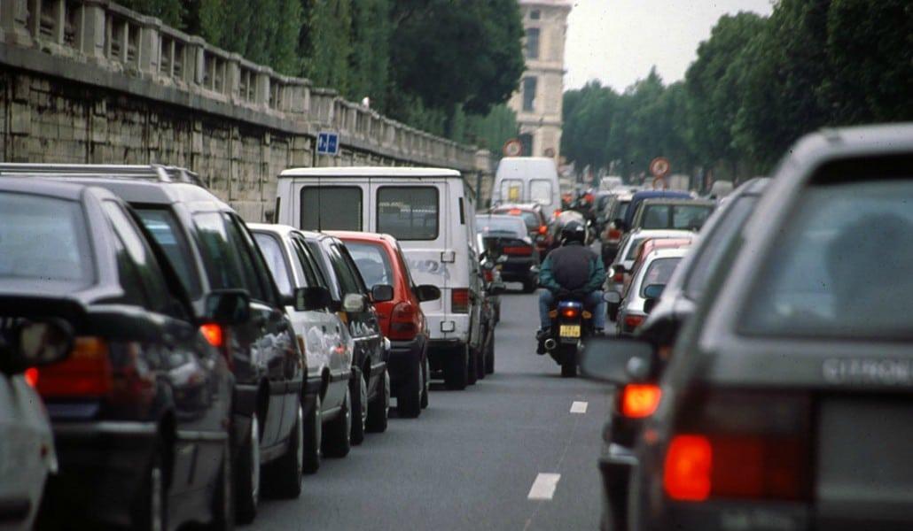 À Paris, fini les voitures à essence dès 2030 !