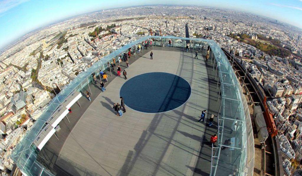 Des trampolines s'installent sur le rooftop de la Tour Montparnasse
